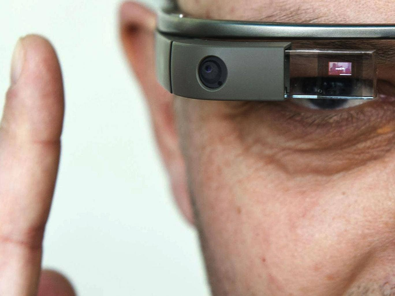 Google tells Glass early-adopters: 'Don't be a glasshole'