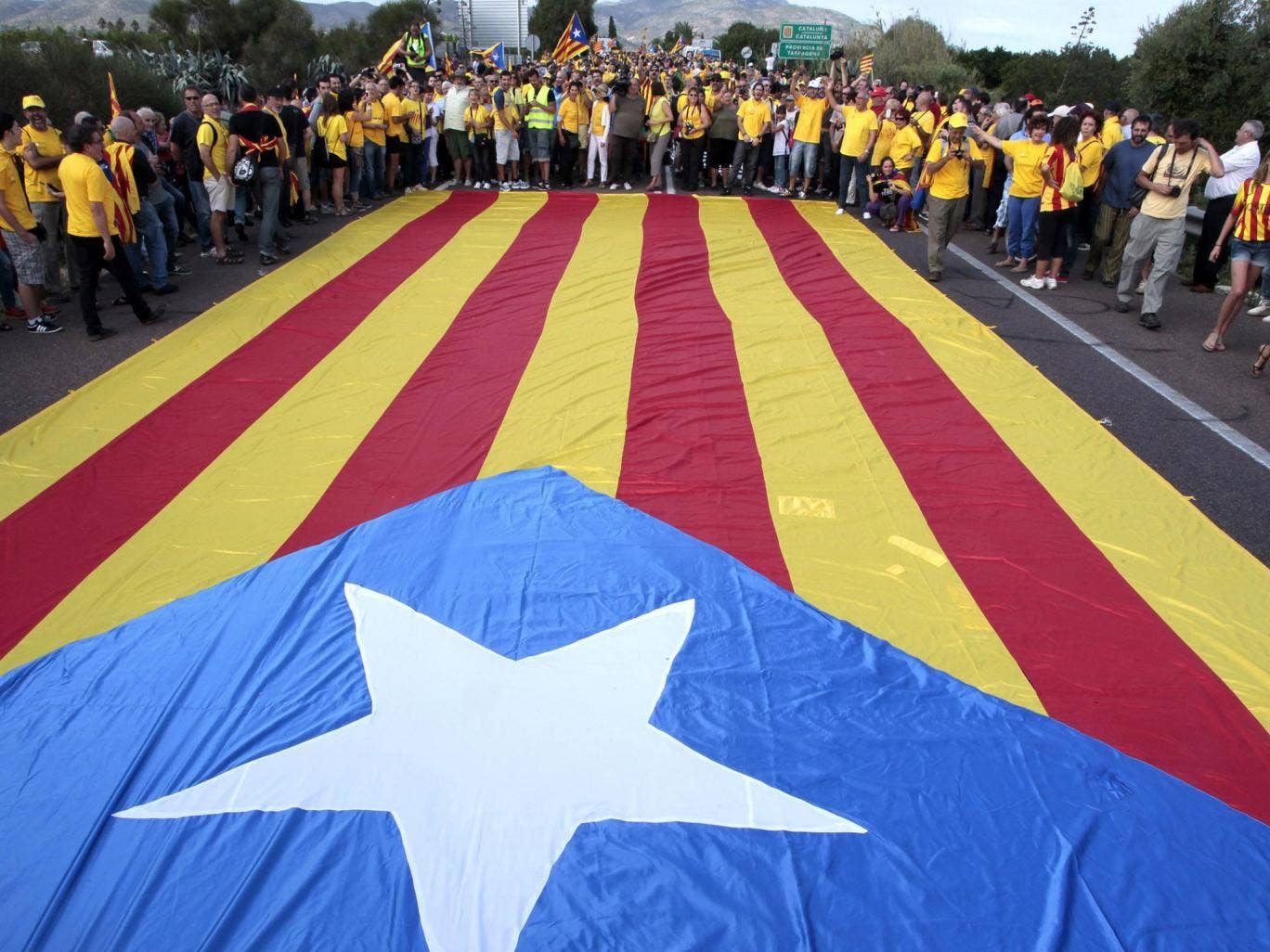 The Spanish government has rejected a call by the country's regional government of Catalonia to hold a referendum on independence next year