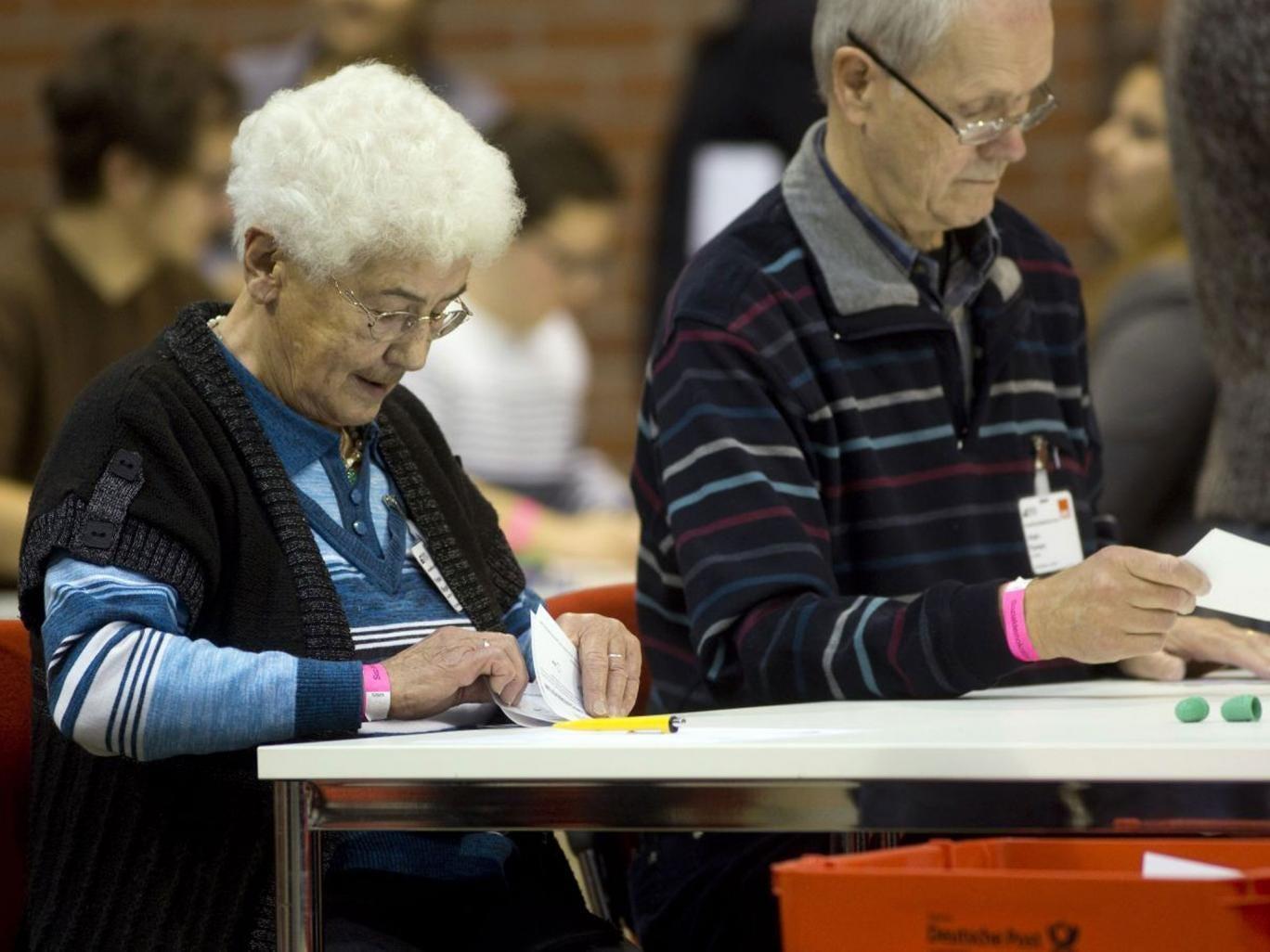 Social Democrats count votes in Berlin yesterday
