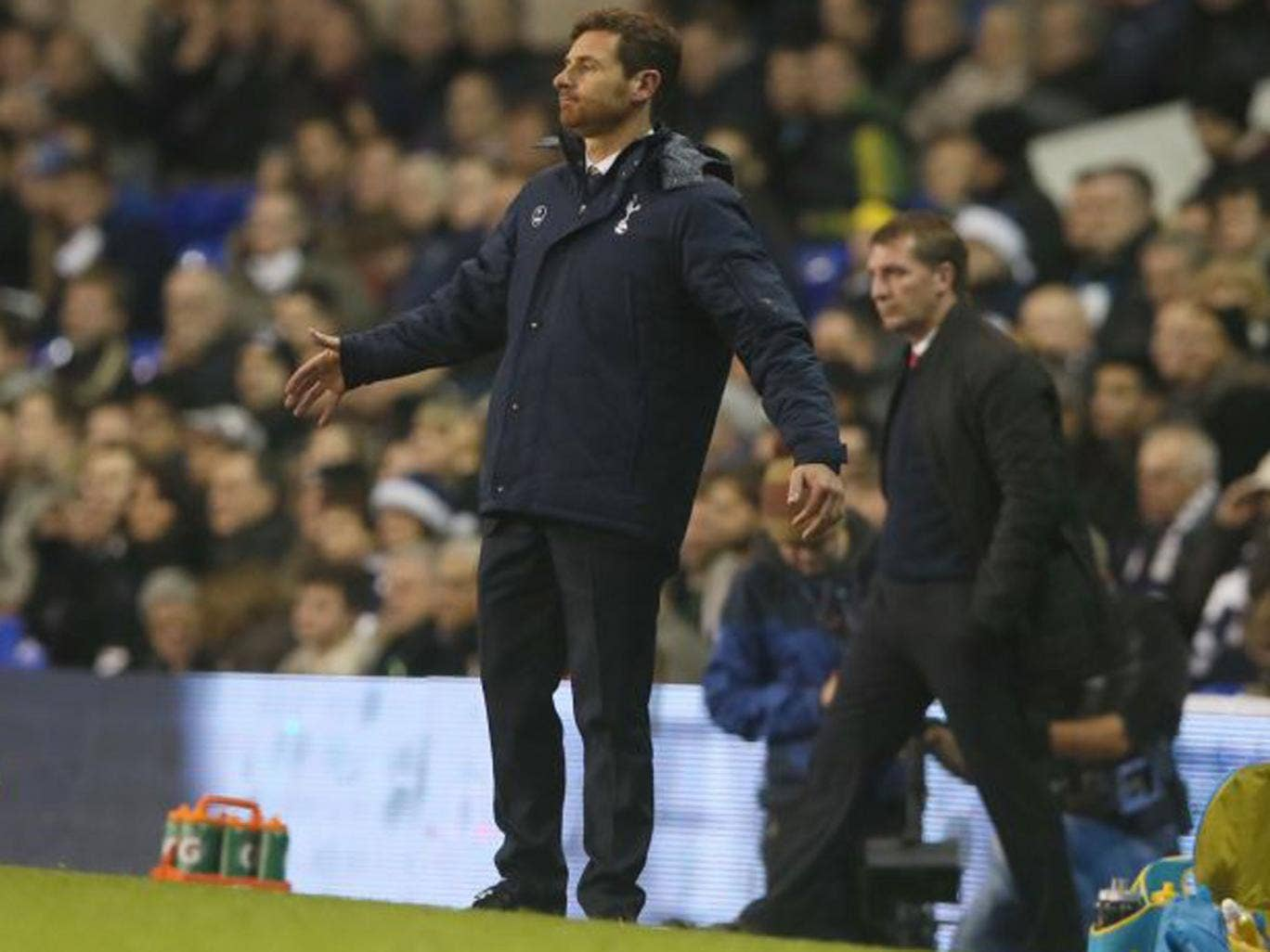 Tottenham's manager Andre Villas-Boas puts his arms out in frustration on Sunday
