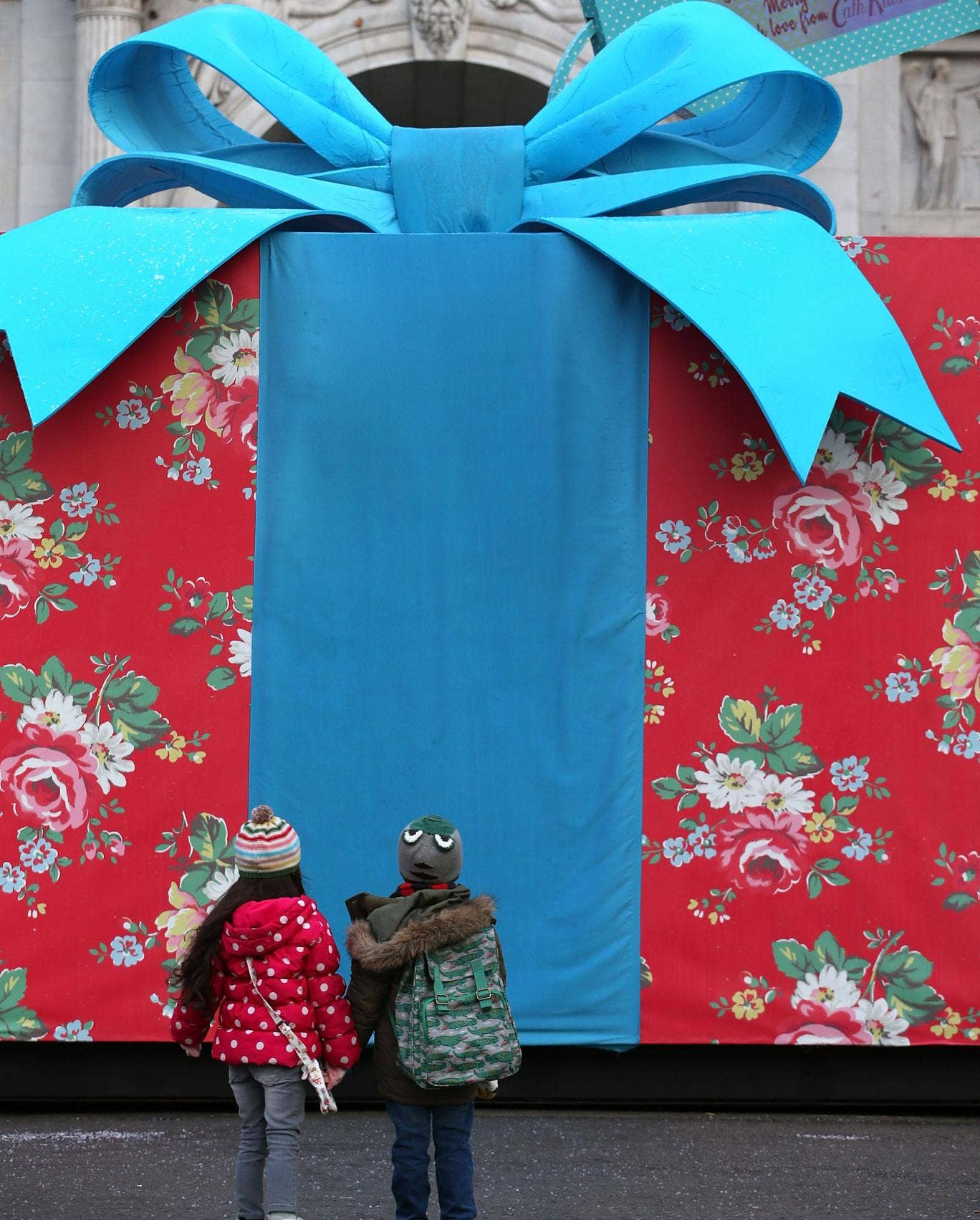 A US school board has moved to impose a $100 cap to limit 'out-of-control gift-giving' from parents to teachers