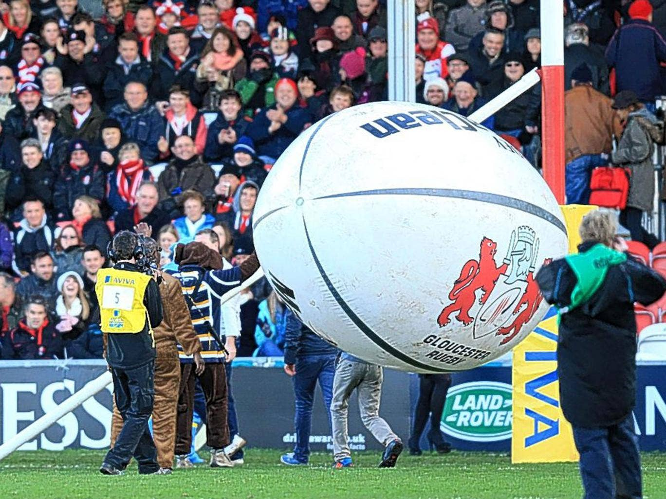 A large inflatable rugby ball broke the crossbar at Gloucester on Sunday, which delayed the kick-off by 30 minutes