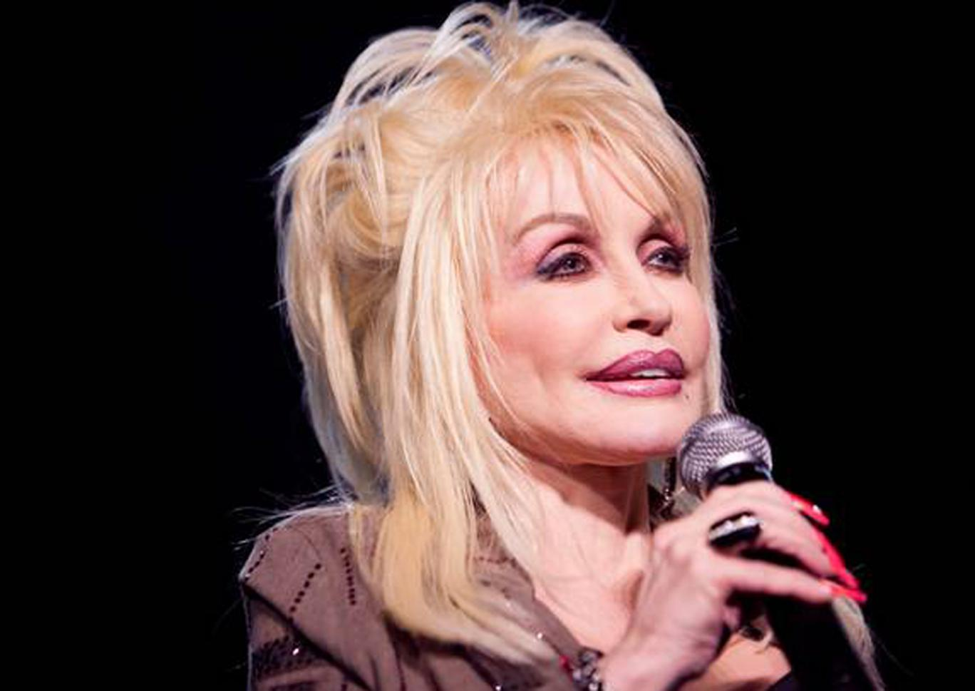 Dolly Parton had been strongly tipped for Glastonbury 2014 and confirmed the speculation on Twitter