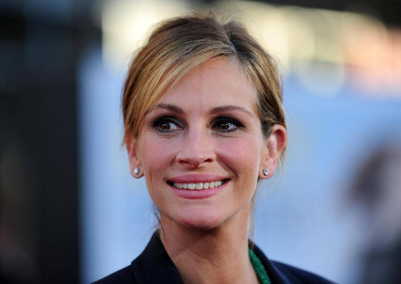 Julia Roberts was asked to remove two freckles for a movie role