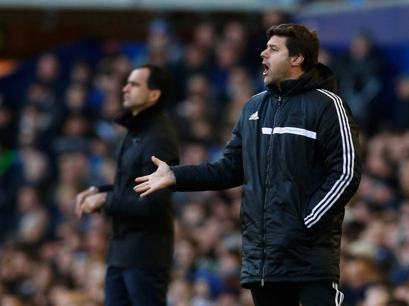 Mauricio Pochettino gestures from the sidelines during Southampton's 2-1 defeat to Everton