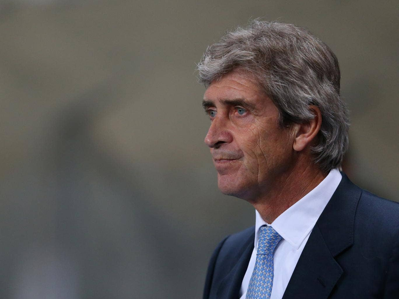 Manchester City manager Manuel Pellegrini has backed Sepp Blatter in his criticism of players who dive