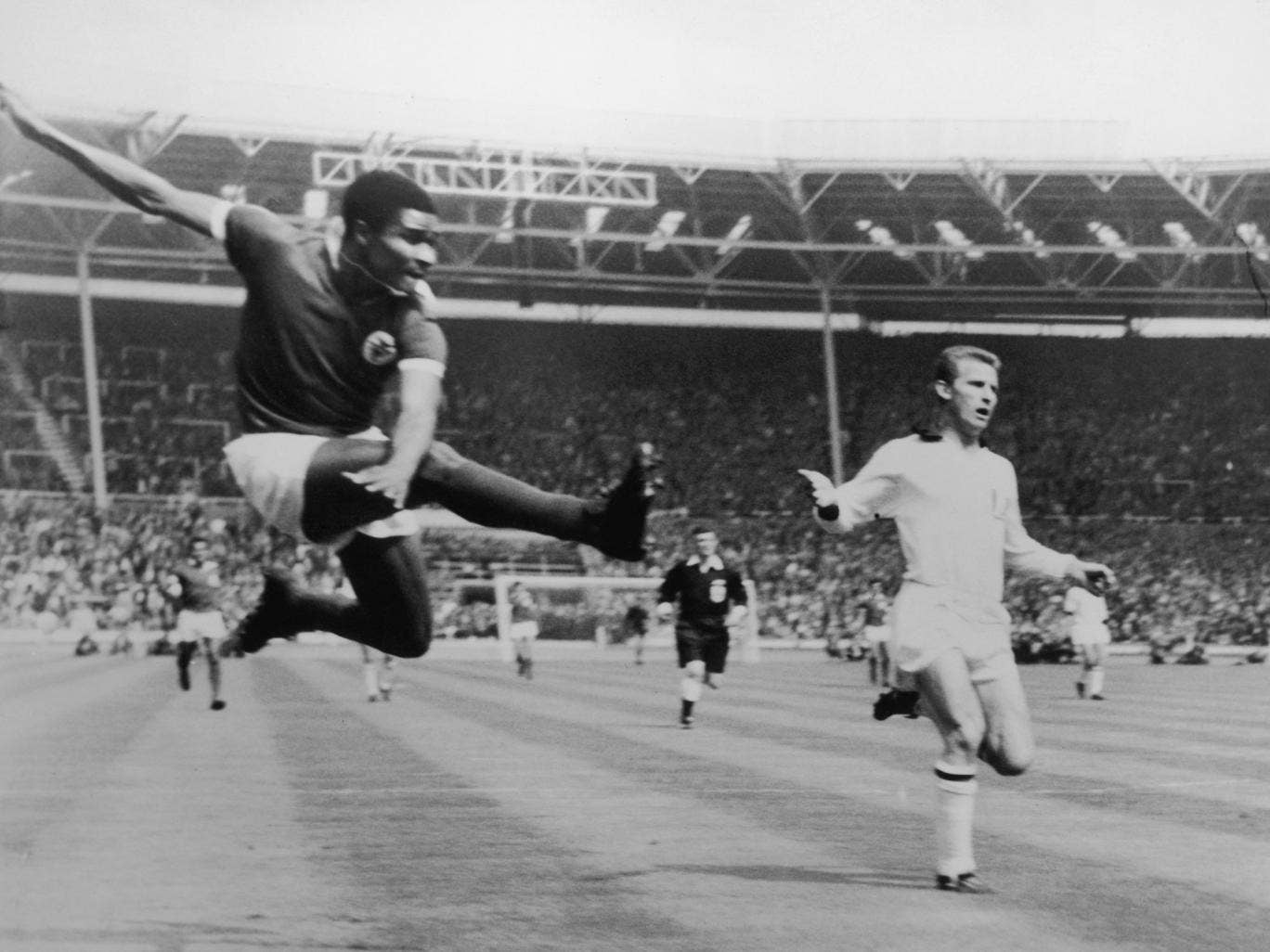 Eusebio scores for Benfica against Milan in the 1963 European Cup final at Wembley