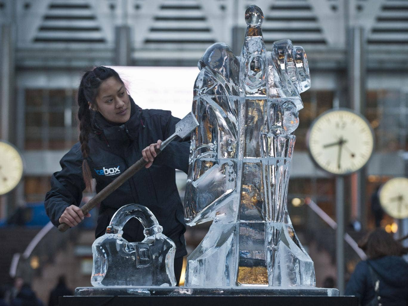 The big chill: Anne-Marie Taberdo puts the finishing touches to one of her icy creations