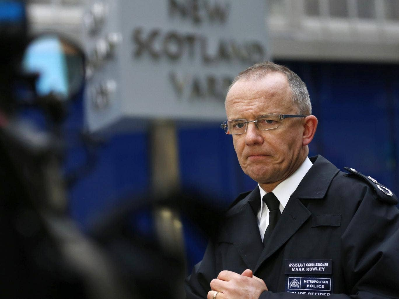 Metropolitan Police Assistant Commissioner Mark Rowley speaks to the media outside New Scotland Yard. The Met has been accused of failing the firearms officers who fatally wounded Mark Duggan following this week's verdict