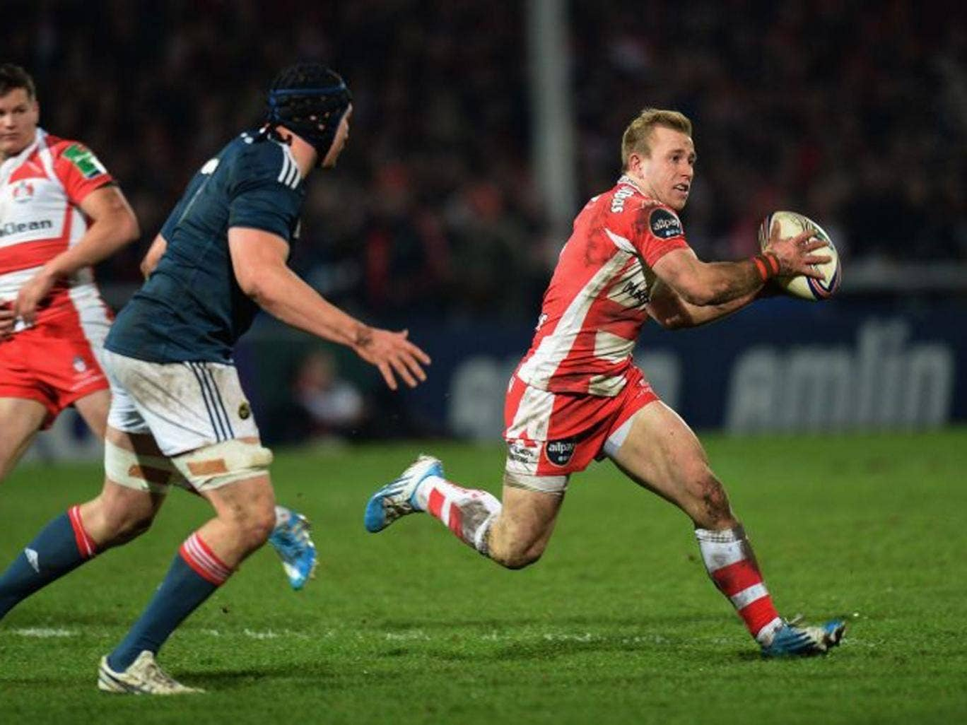 Desperate Dan: Gloucester's Robson looks for a way through Munster