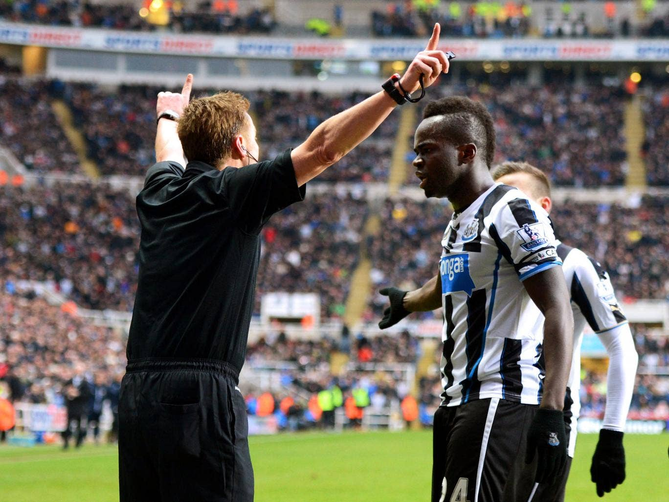 Cheik Ismael Tiote of Newcastle remonstrates with Referee Mike Jones after his goal is disallowed for offside