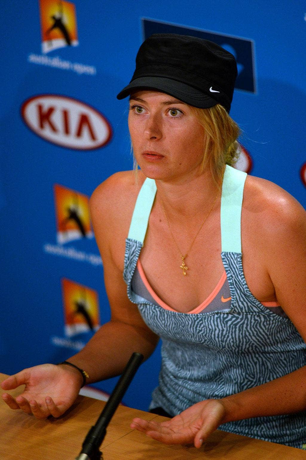 Maria Sharapova has called for clarity over the extreme heat ruling that saw play at the Australian Open suspended