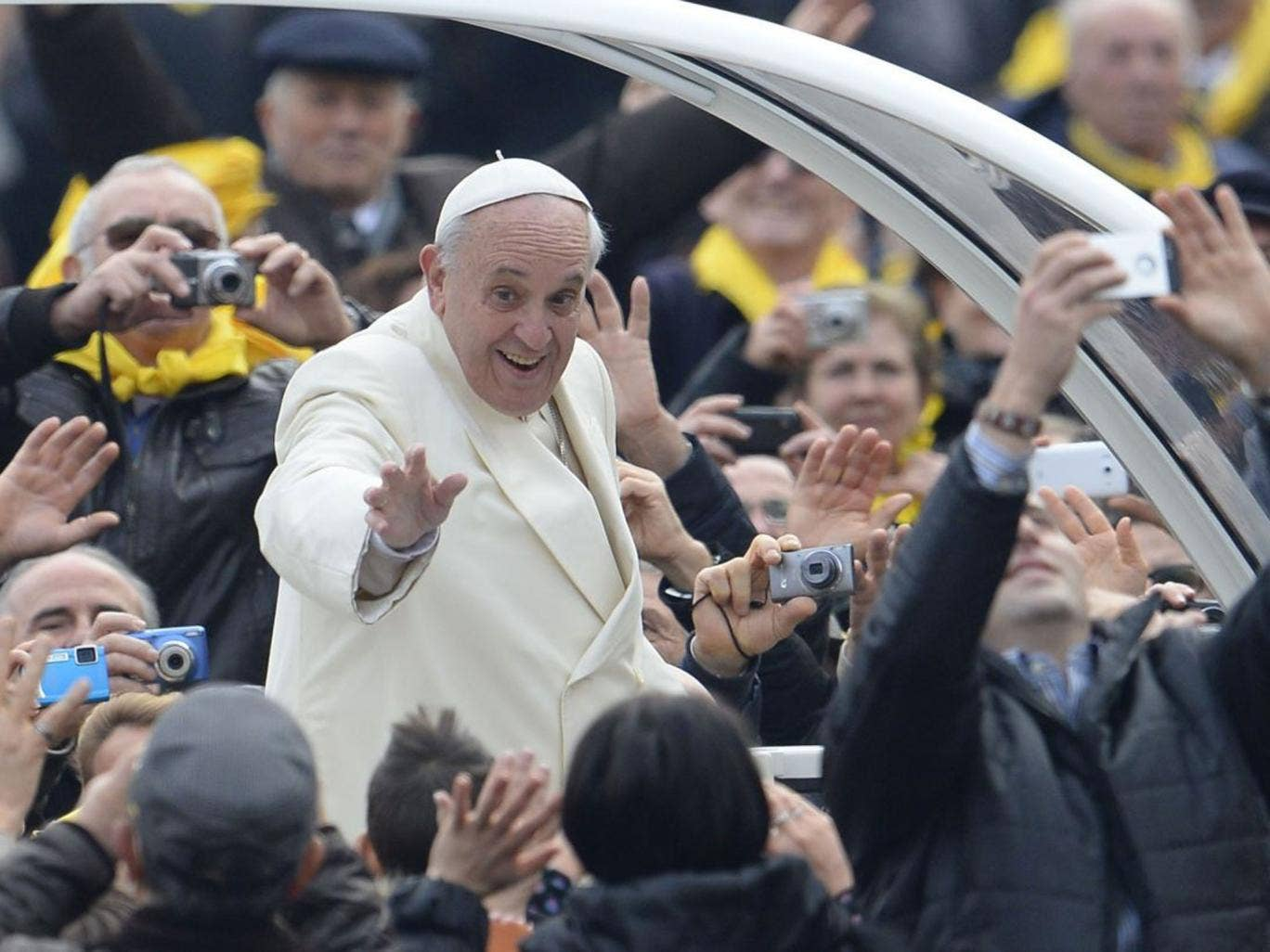 Pope Francis greets the crowd as he arrives for his general audience at St Peter's square on January 22, 2014 at the Vatican