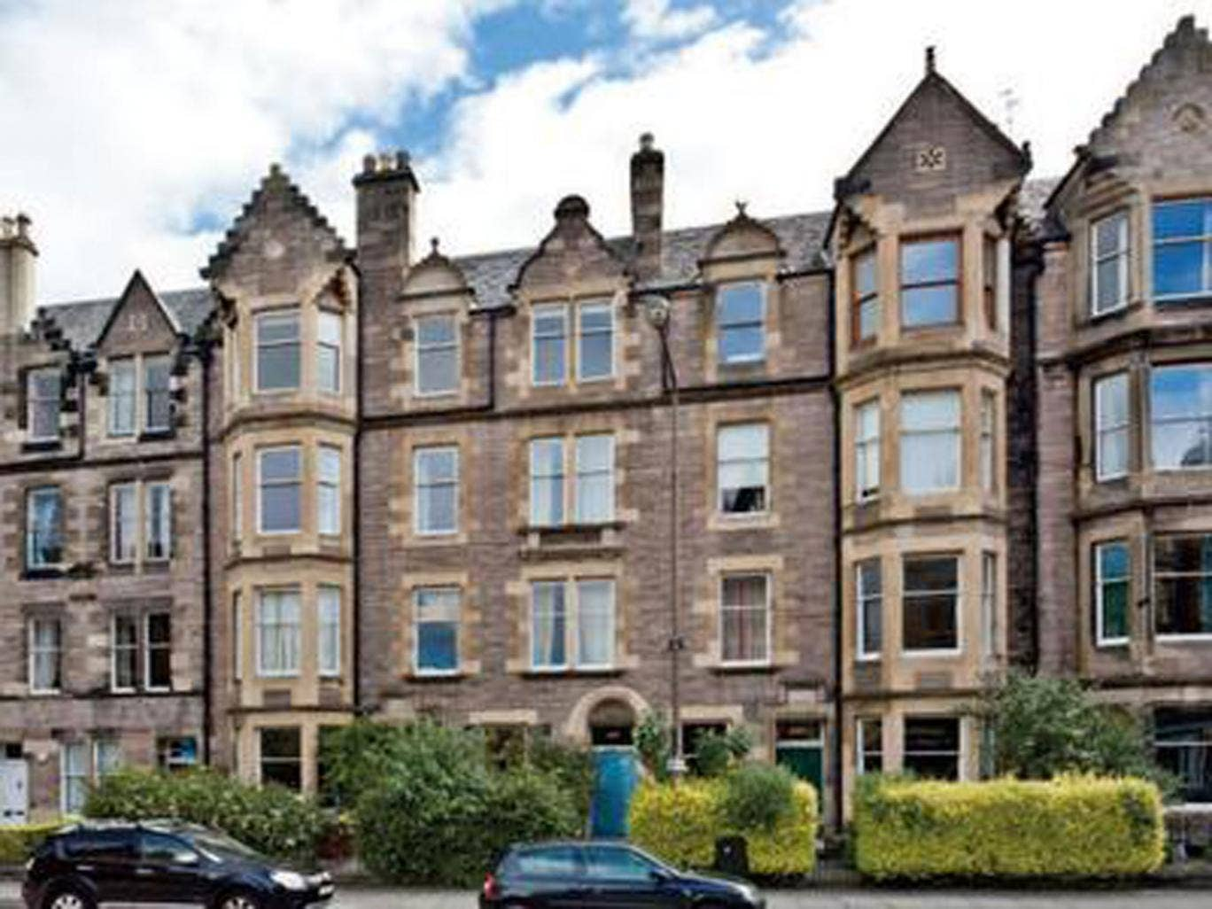 Four bedroom flat to rent in Marchmont Road, Edinburgh EH9. On with Grant Property for £900 pcm (£208 pw)