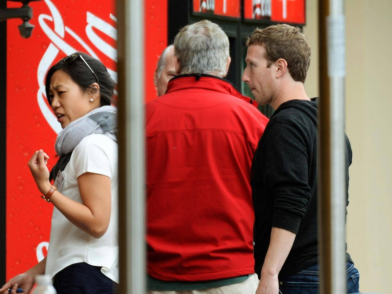 Mr Zuckerberg and Ms Chan topped the list of donors last year with their near-$1bn gift to the Silicon Valley Community Foundation