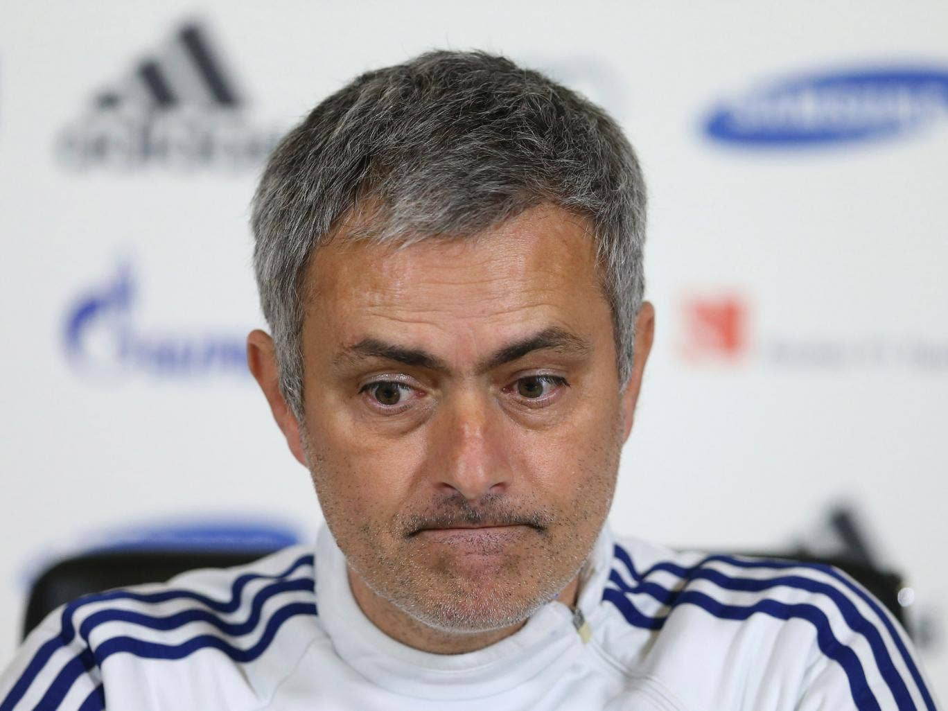 sport football premier league jose mourinho continues insist table fake with chelsea opening from