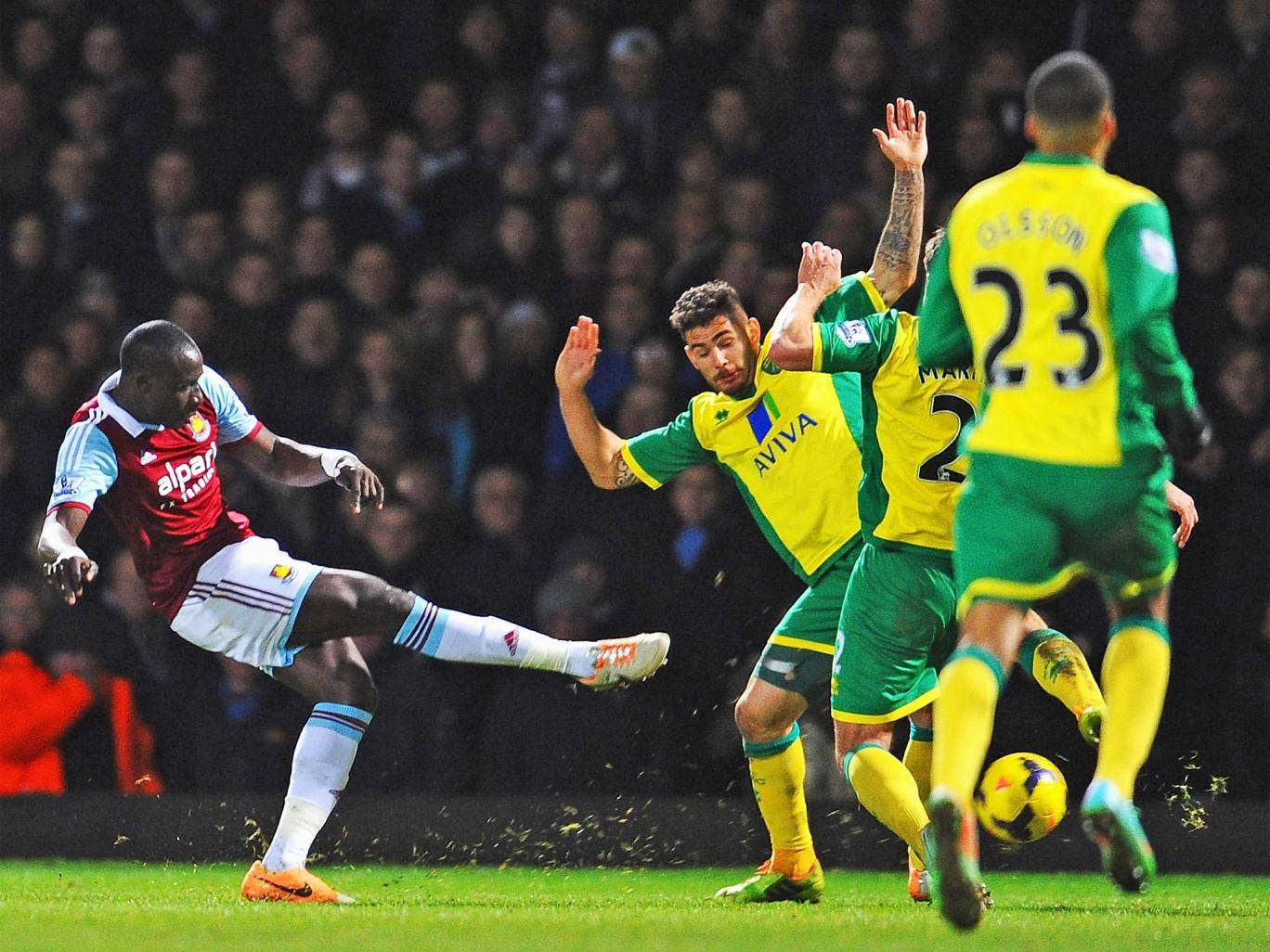 Mohamed Diame of scores the Hammers' second goal