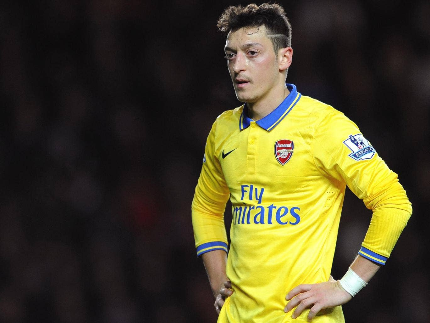 Mesut Özil 'doesn't come from a small club, he is used to pressure,' said Arsène Wenger