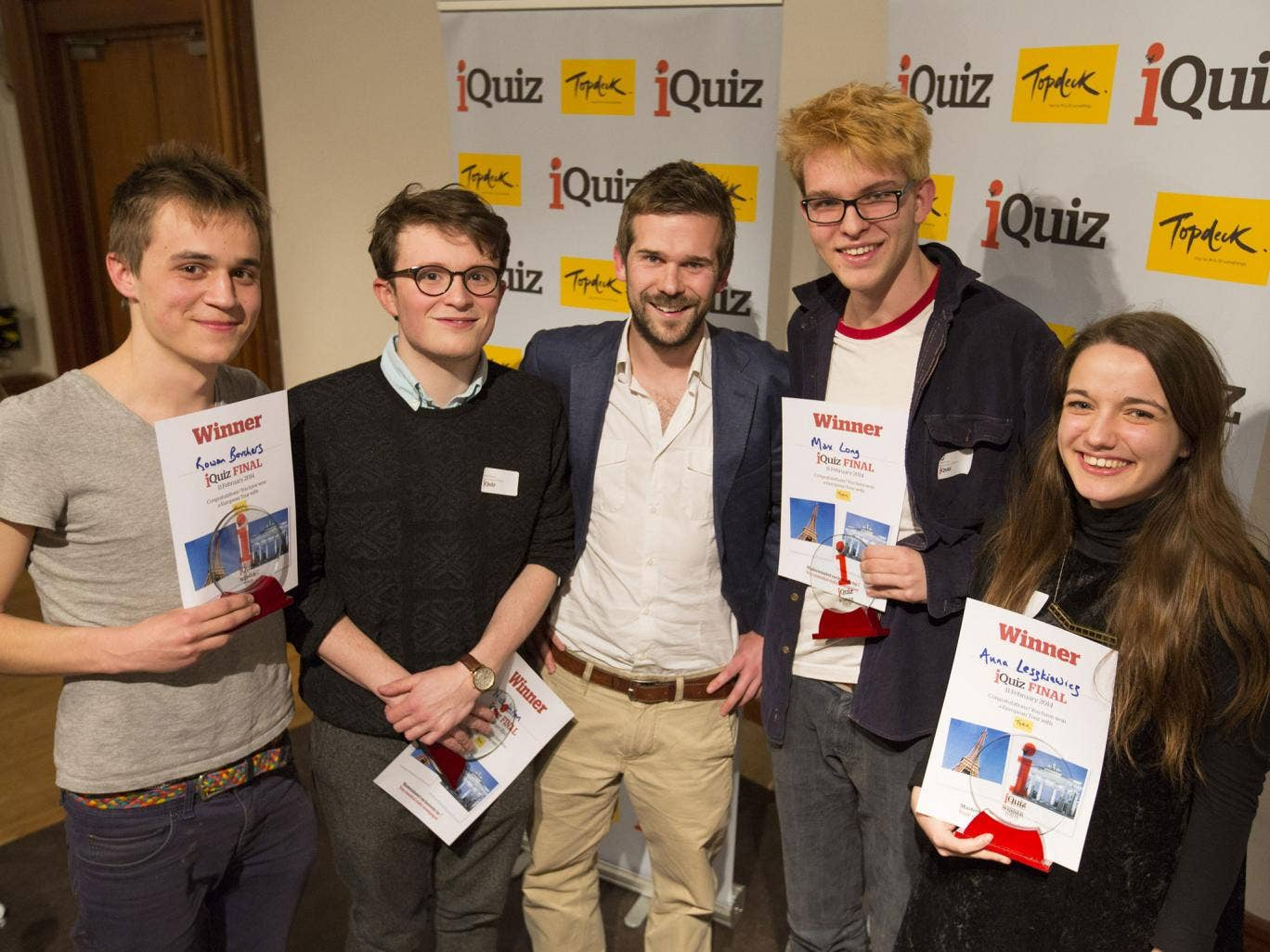 The editor of i, Oly Duff (centre), congratulates the victorious 'Cherwell A' team