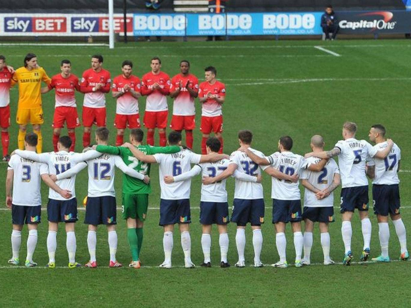 North End players in a  pre-match tribute, all sporting 'Finney' shirts