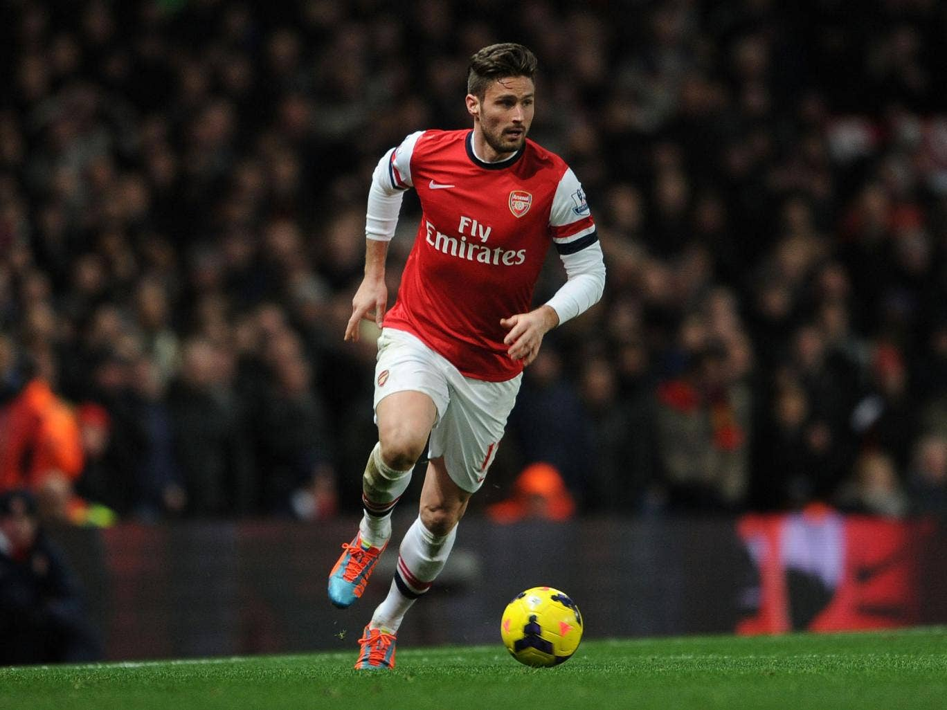 Arsenal striker Olivier Giroud has apologised to his wife, club and team-mates after he was seen taking a model back to the team hotel earlier this month