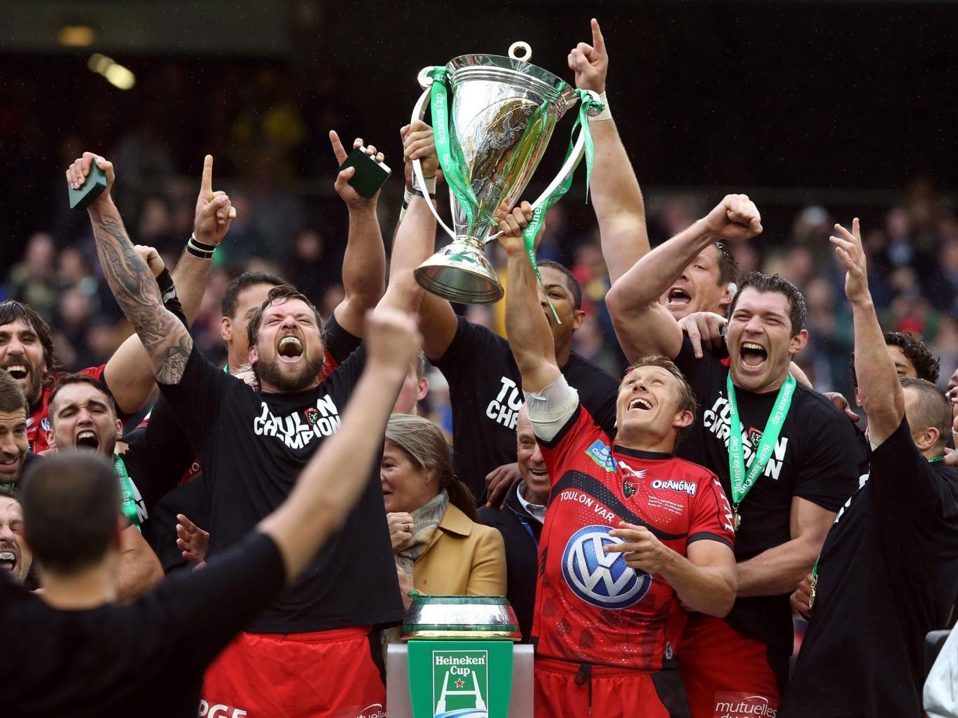 Jonny Wilkinson (R) and Joe van Niekerk of Toulon raise the Heineken Cup after their victory last year