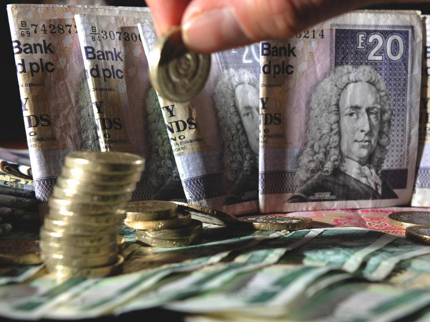 Undecided voters are joining the unionist camp following a warning that Scotland will not be able to keep the pound if it becomes independent