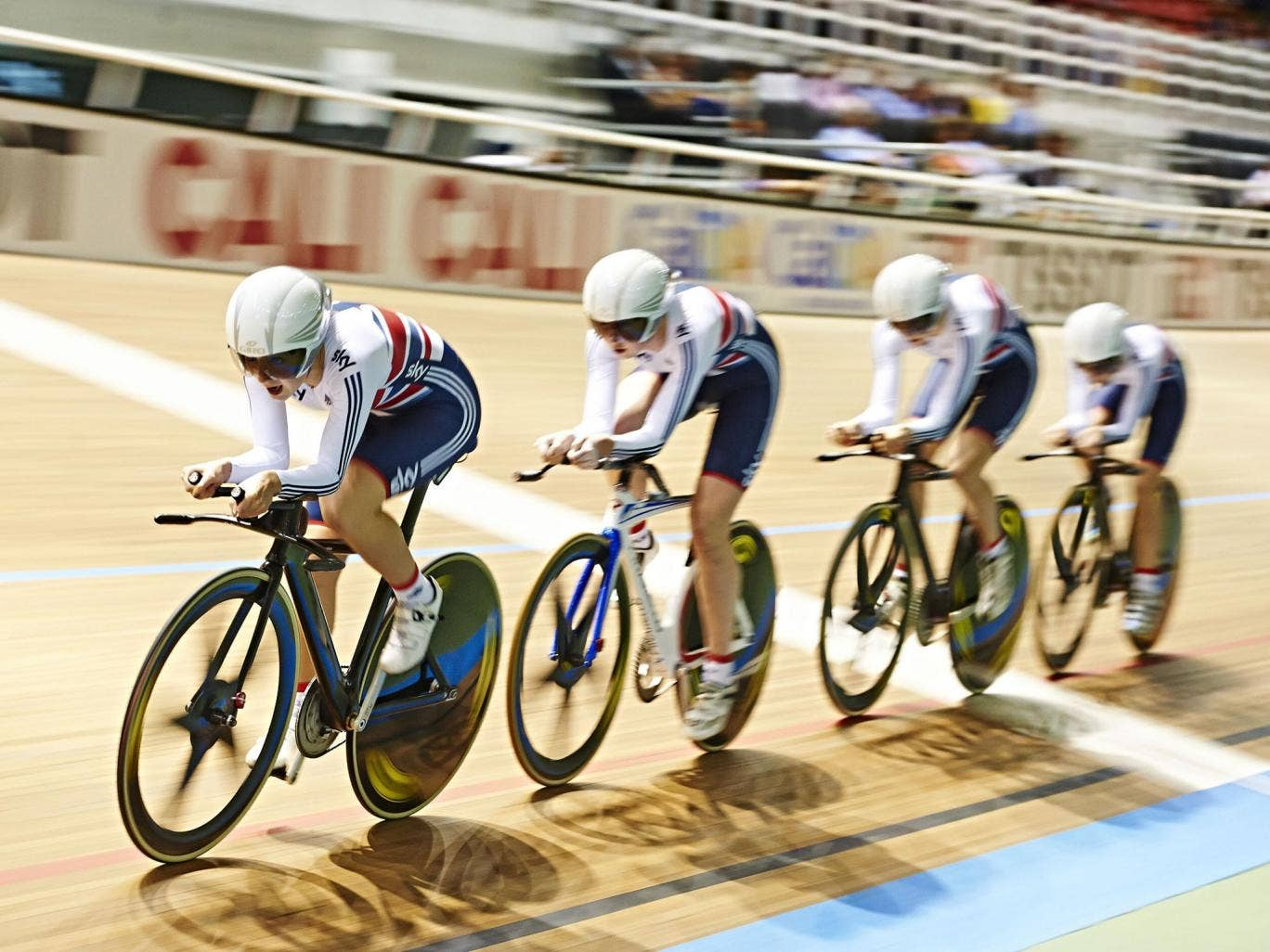 The Great Britain women on the way to team pursuit gold in Cali
