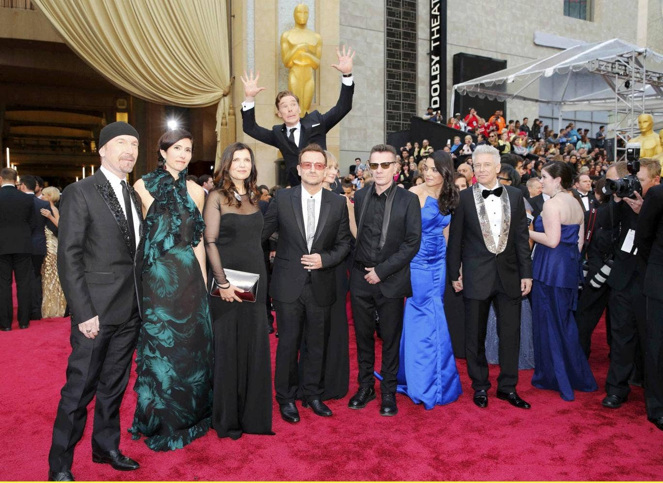 Cumberbatch spectacularly photobombs U2 at the Oscars