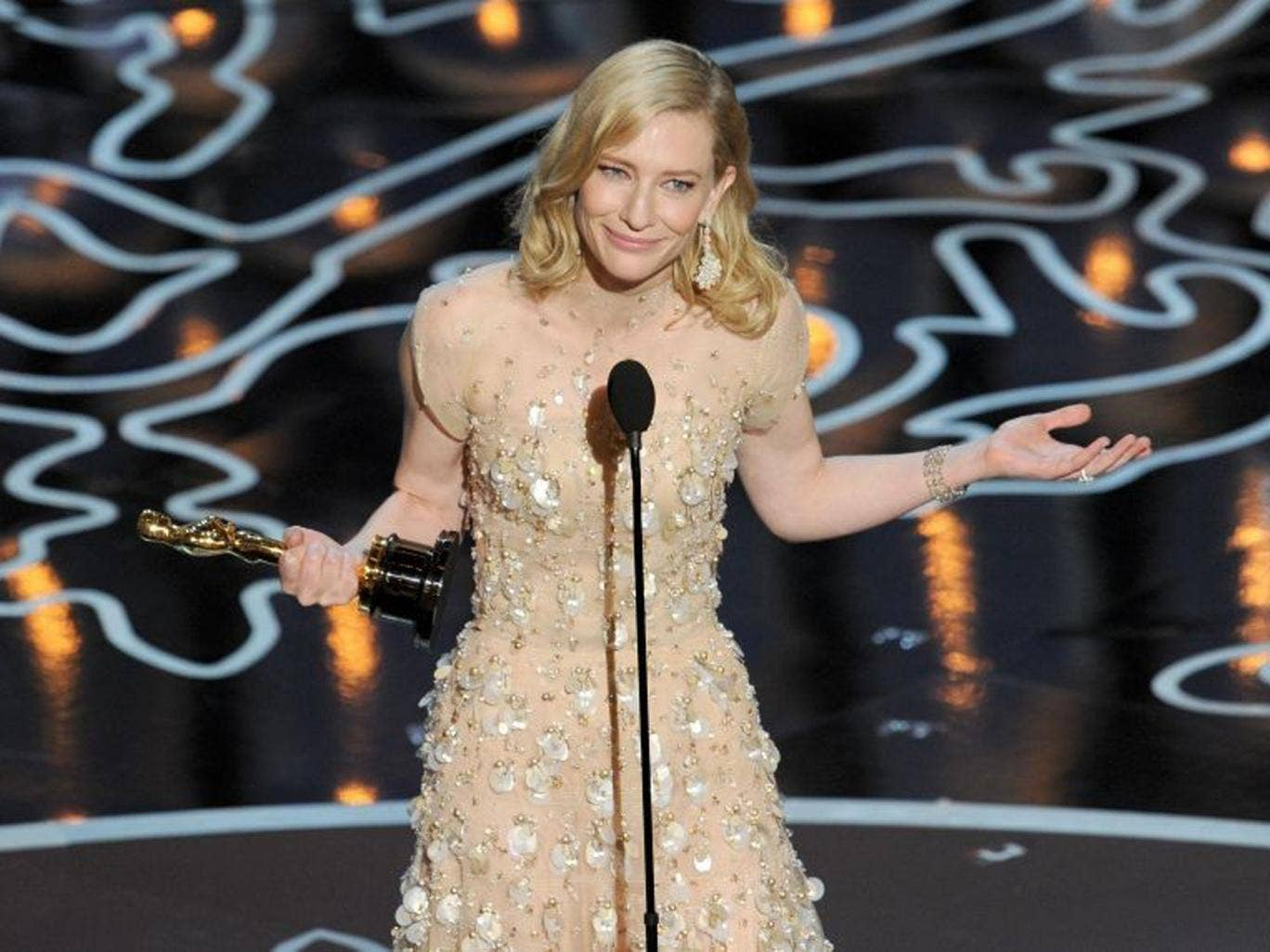 Cate Blanchett accepts her Best Actress Oscar and speaks about films with females at the centre