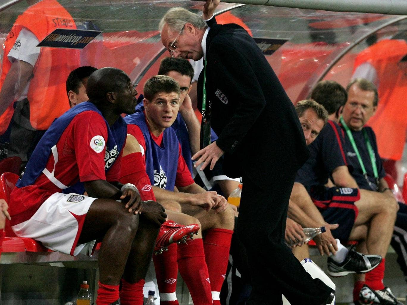Sven-Goran Eriksson talks to Sol Campbell during the 2006 World Cup in Germany