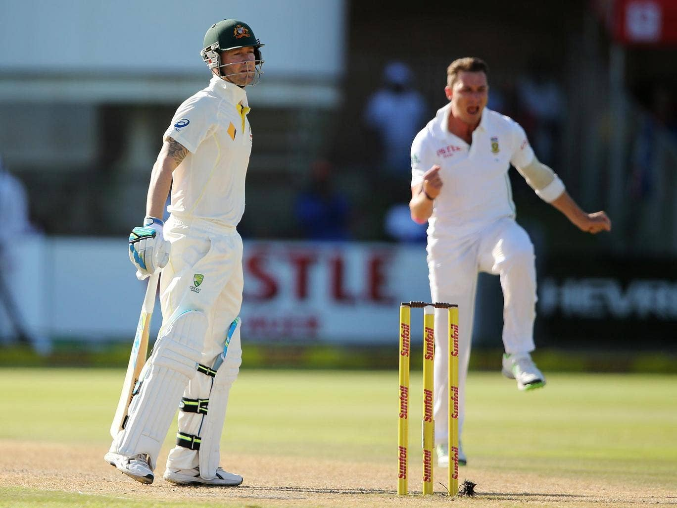 Michael Clarke has apologised for his spat with South Africa bowler Dale Steyn
