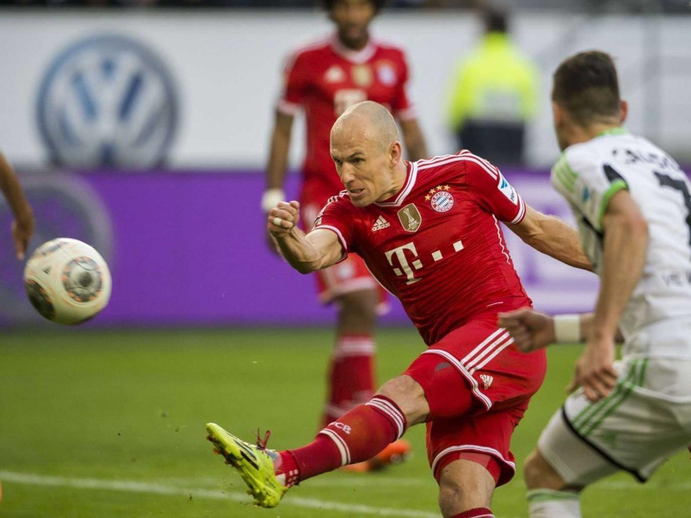 Bayern Munich's Dutch midfielder Arjen Robben shoots a goal during the German first division Bundesliga football match
