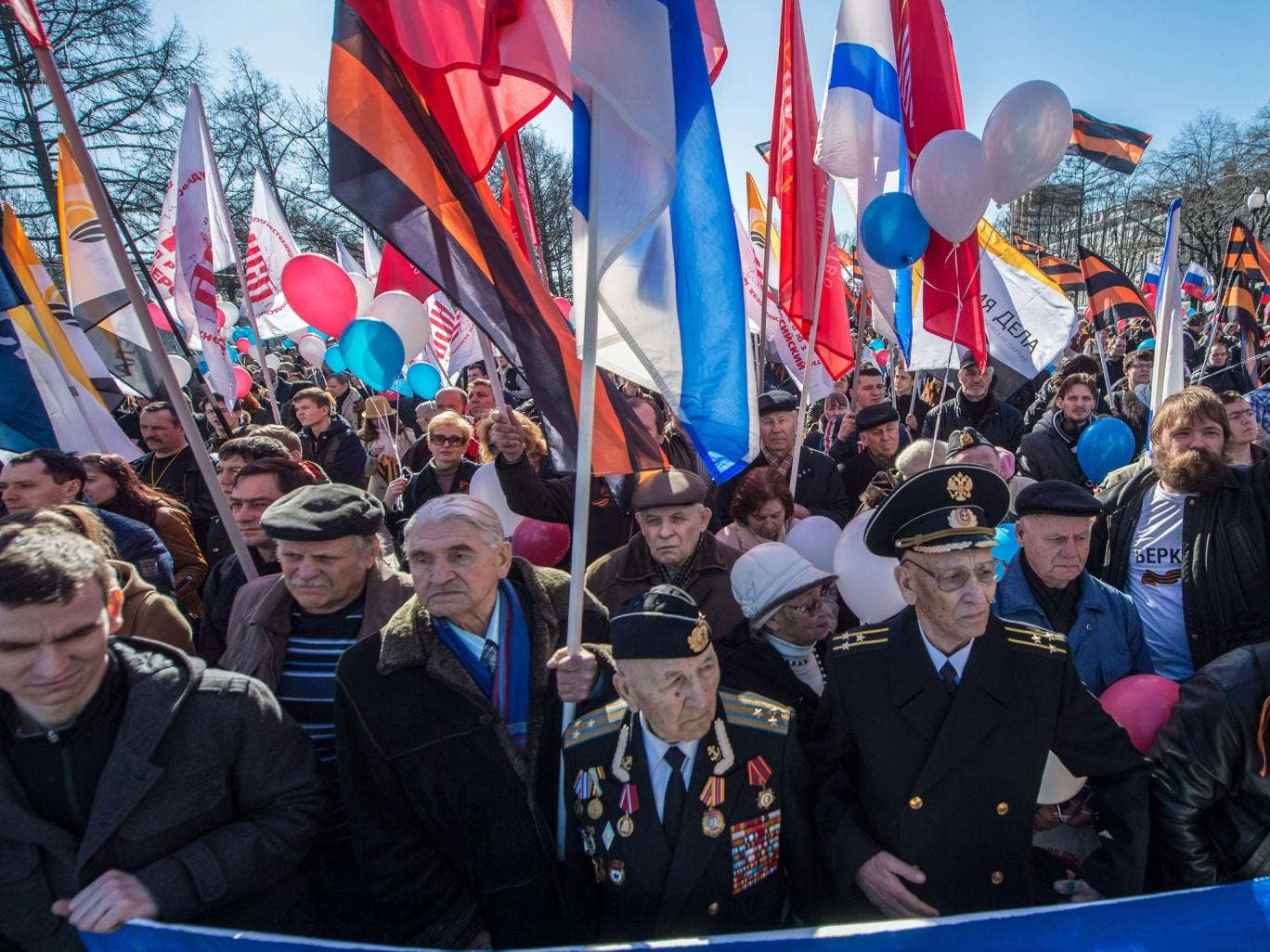Activists in Moscow support ethnic Russians in Crimea – the Ukrainian Foreign Minister has said the country considers the confrontation to be 'almost a war'