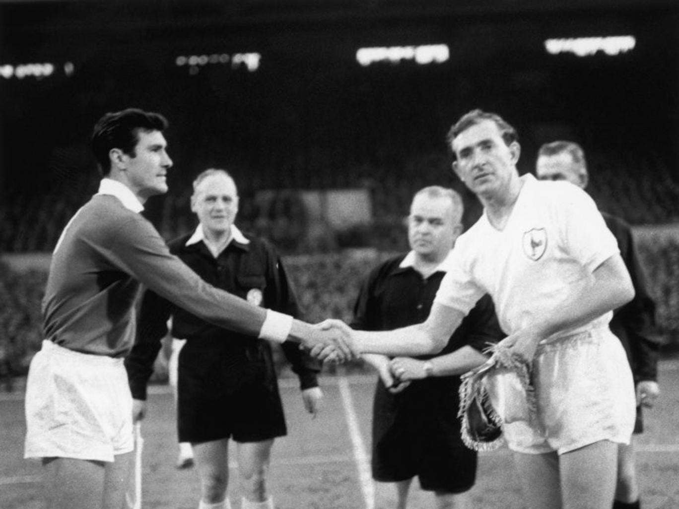 Danny Blanchflower shakes hands with Benfica's Jose Aguas