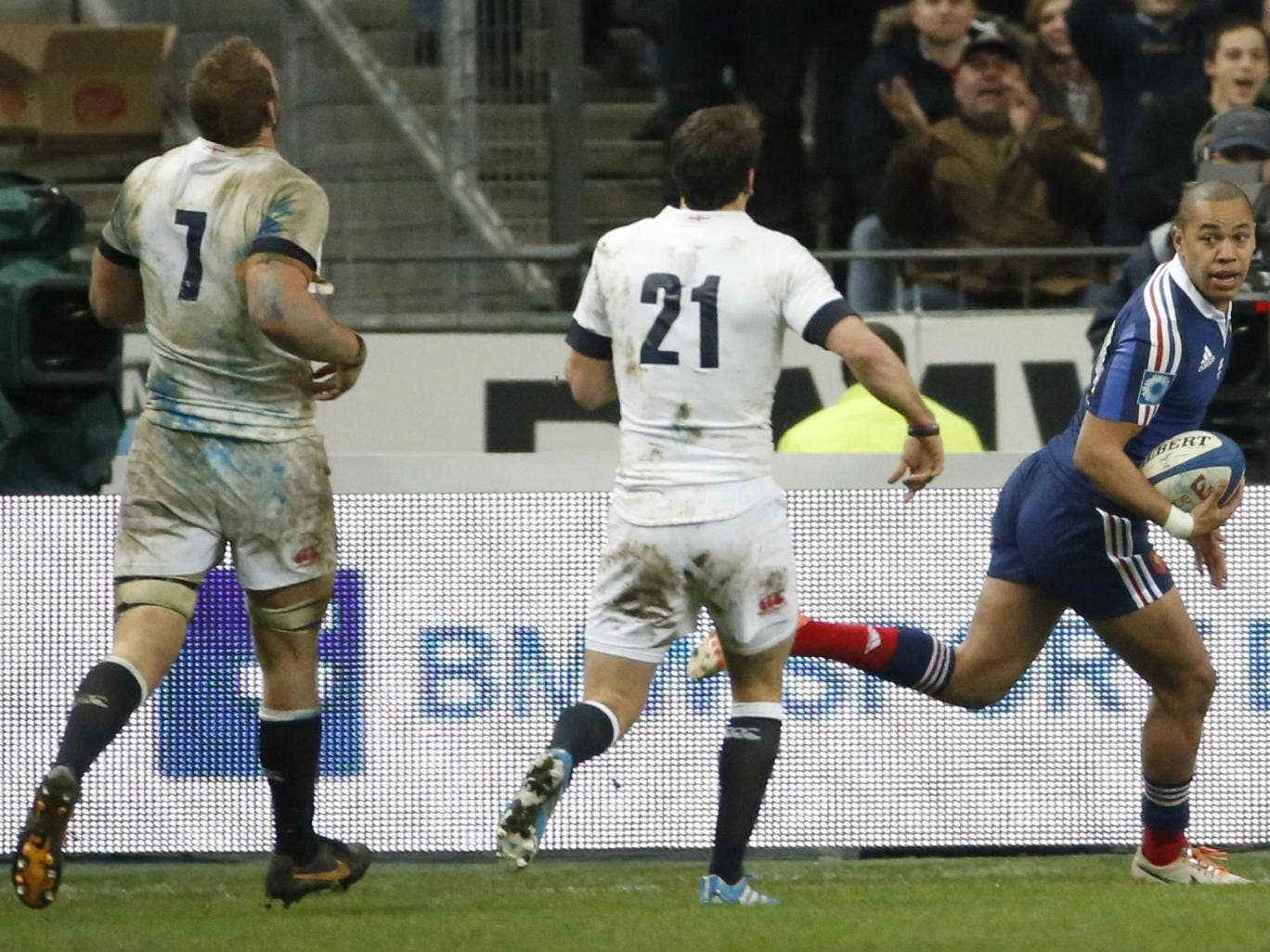 Gaël Fickou scores the late try that beat England in Paris last month