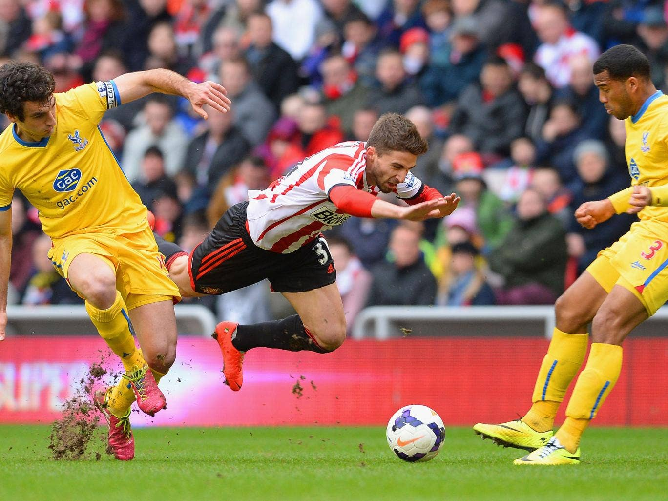 Fabio Borini of Sunderland clashes with Mile Jedinak and Adrian Mariappa of Crystal Palace