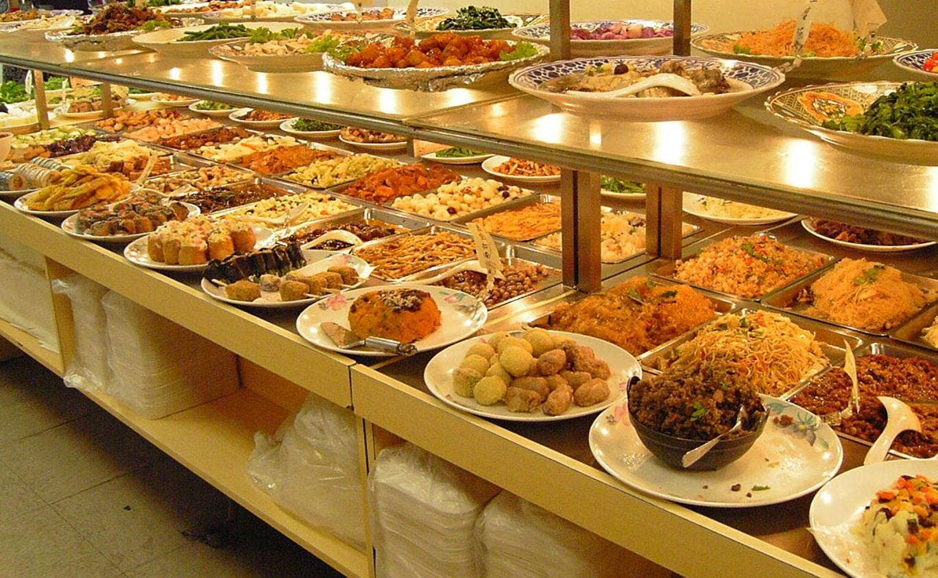 A Saudi cleric has issued a fatwa banning all-you-can-eat buffets