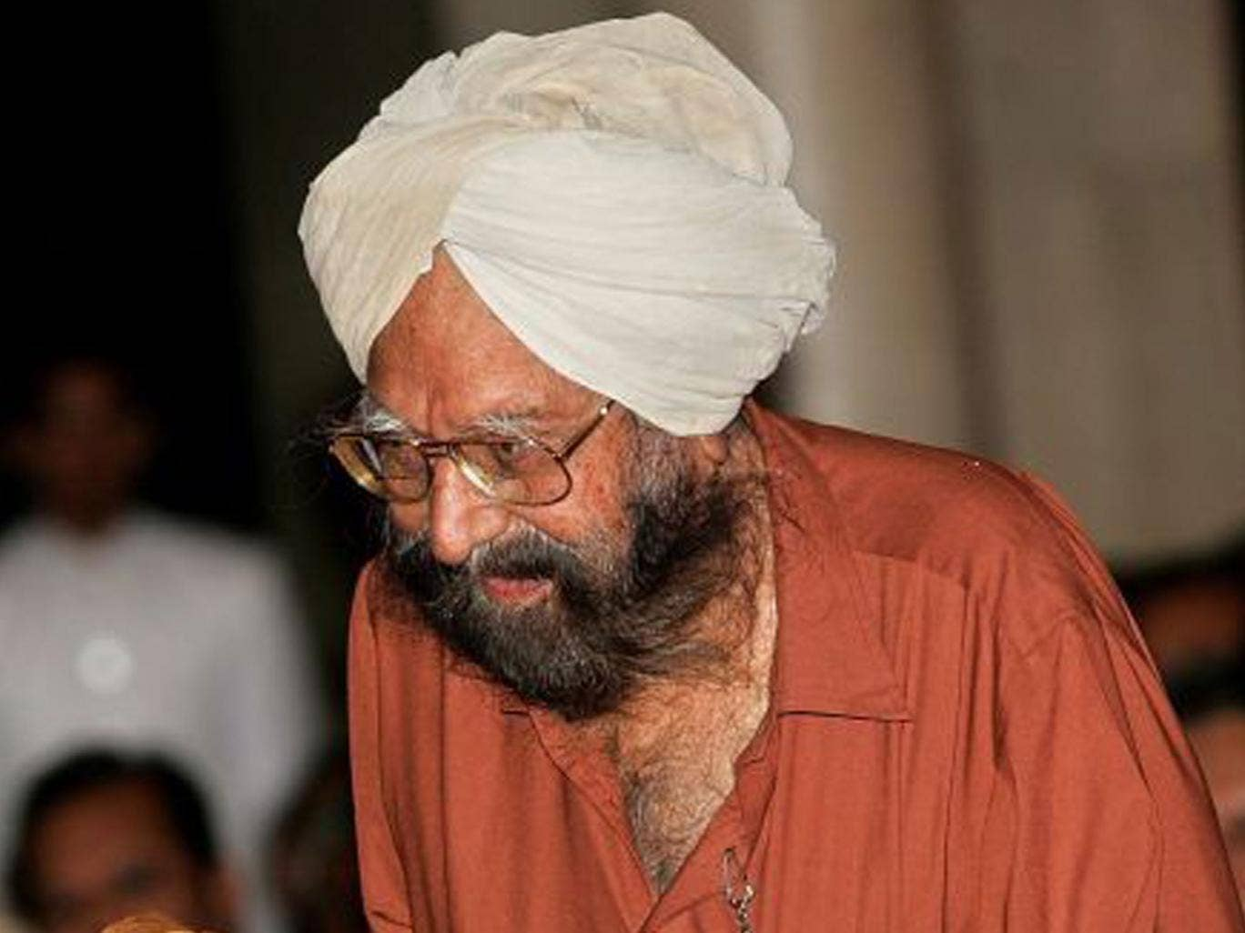 Khushwant Singh receives the Padma Vibhushan, one of India's highest civilian awards, in 2007