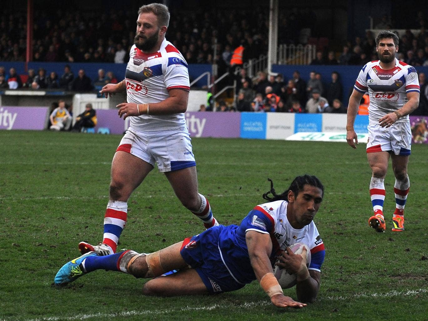 Sia Soliola scores St Helens' second try at Wakefield