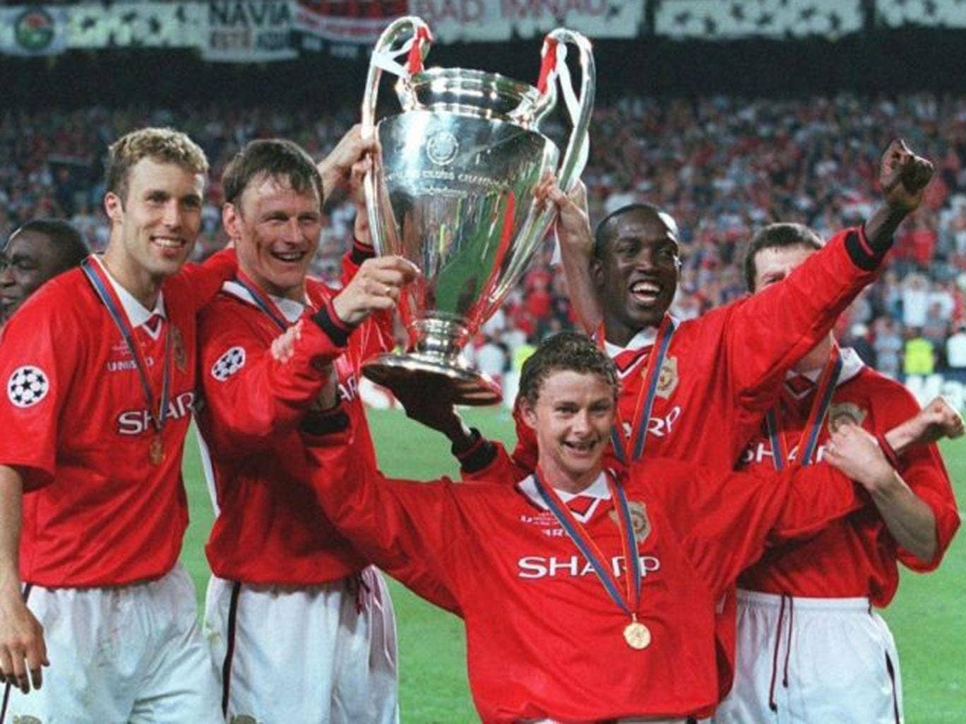 United players wearing Umbro kit win the Champions League in 1999