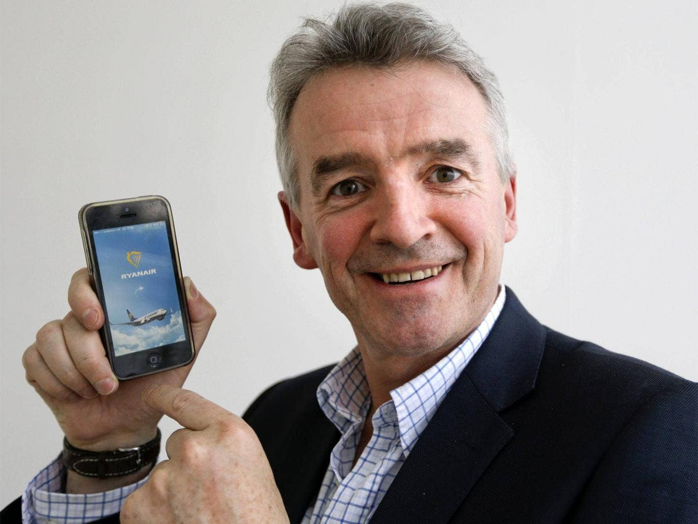 Michael O'Leary displays the new Ryanair smart phone App