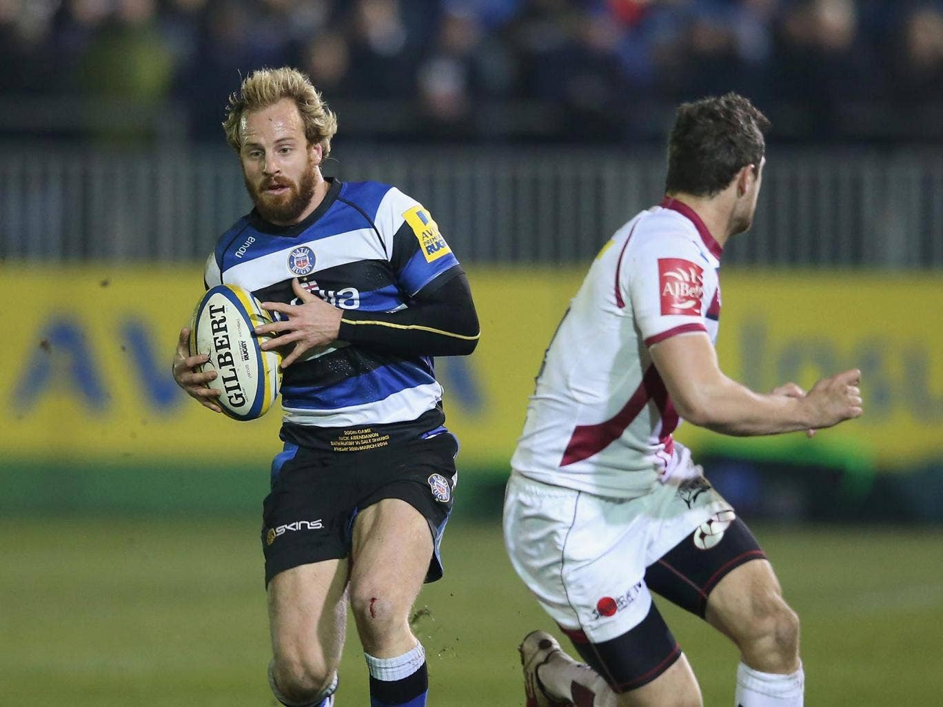Nick Abendanon runs at the Sale defence during Bath's defeat last night
