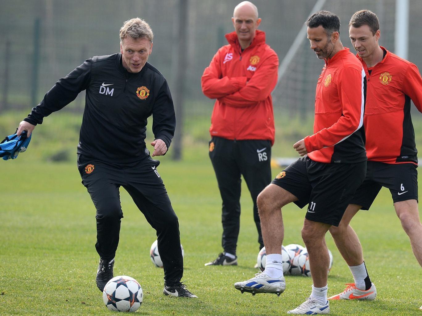 Manchester United manager David Moyes trains alongside Ryan Giggs