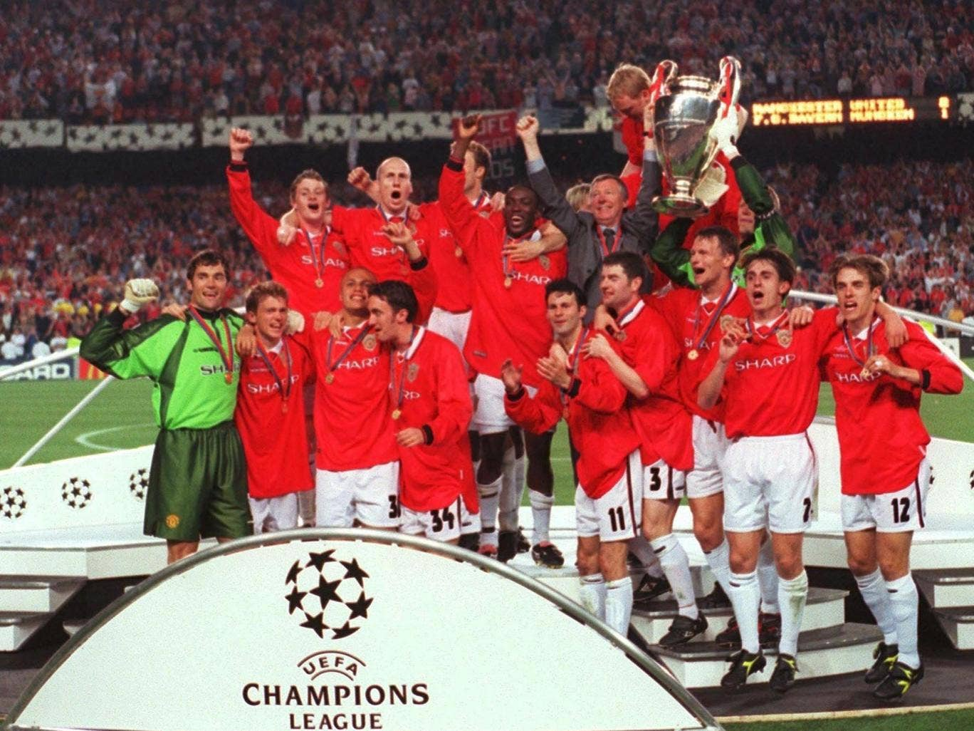 Manchester United celebrate their 1999 Champions League success