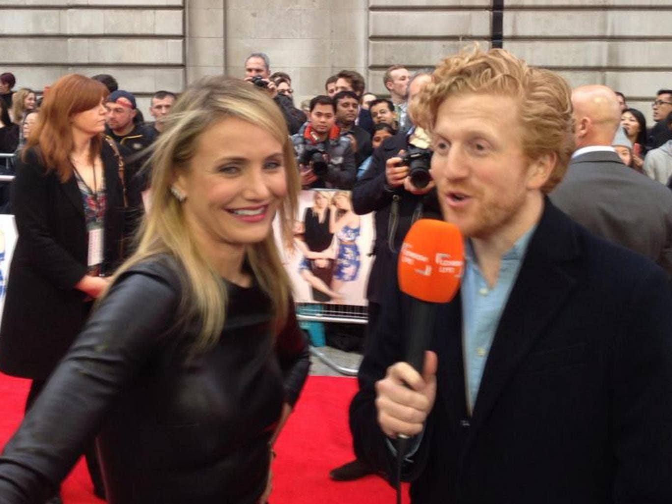 Luke Blackall interviews Cameron Diaz on the red carpet for the premiere of 'The Other Woman'
