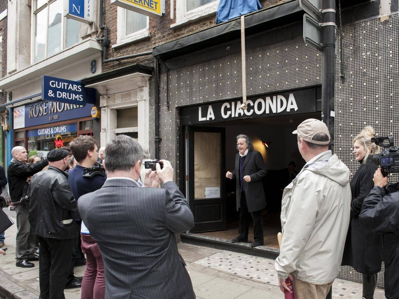 """Donovan performs his new song, """"Tin Pan Alley"""", yesterday in Denmark Street, London, where a blue plaque was unveiled"""