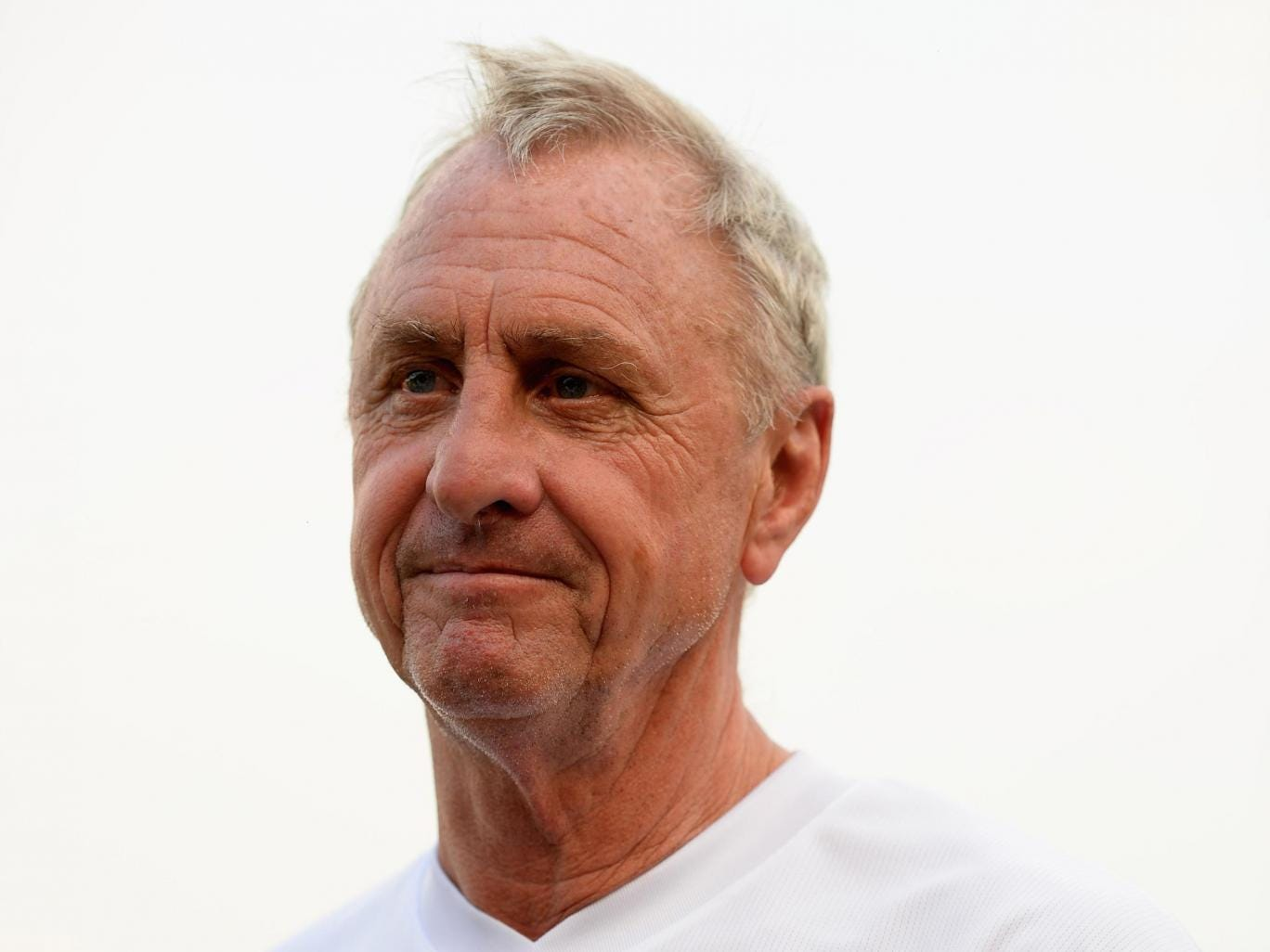 Johan Cruyff has been left bemused by Jose Mourinho's admission that PSG are favourites to go through the Champions League quarter-finals
