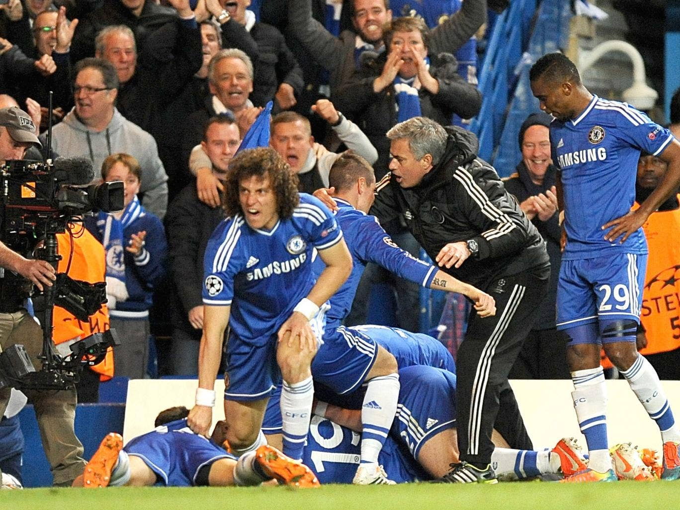 Jose Mourinho joins in the bundle with his players celebrating Chelsea's late goal