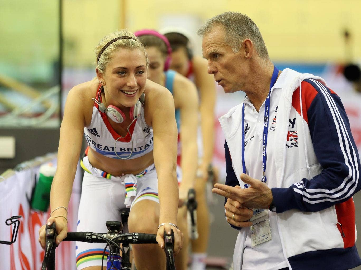 Australian coach Shane Sutton gives Laura Trott some words of advice